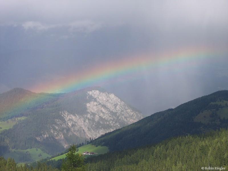 Regenbogen in de Alpen, Foto Robin Riegler mit freundlicher Genehmigung